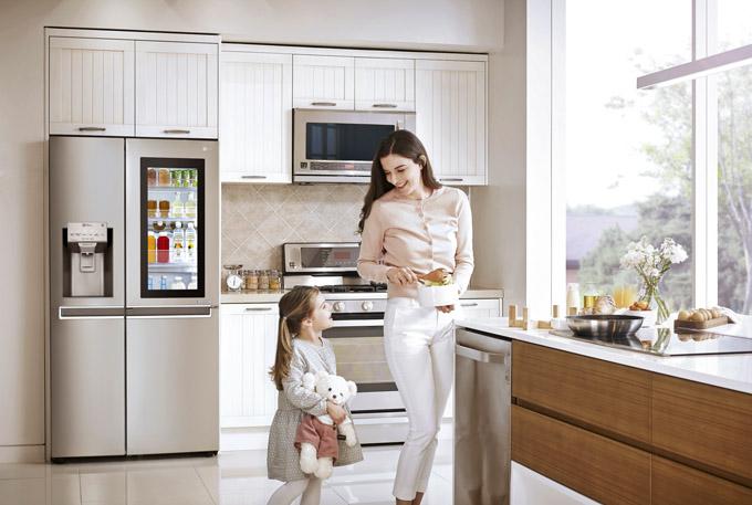 Americká chladnička LG GSX961NSAZ, objem 405/196 l, A++, 376 kWh/rok, InstaView Door-in-Door -s poklepem bez otevírání dvířek, aplikace LG Smart ThinQ, cena 56 990 Kč, www.lgshop.cz