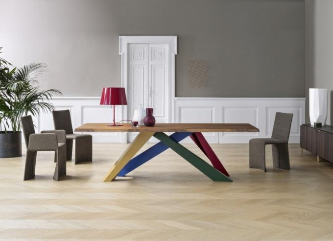 Stůl Big Table, deska dýha nebo masiv, nohy kov, lak matný, Bonaldo, cena od 76 250 Kč, www.puntodesign.cz