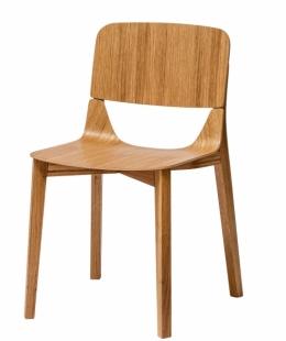 Židle Leaf, konstrukce z ohýbaného masivního dřeva, sedák a opěrka z lisované překližky, Ton, cena od 6 710 Kč, www.ton.eu