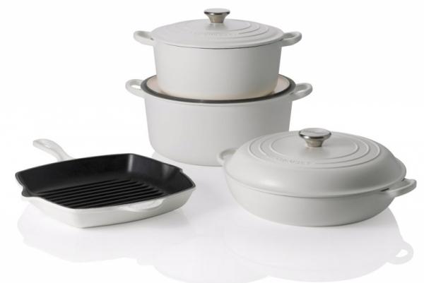Značka Le Creuset se věnuje výrobě litinového varného i servírovacího nádobí už od roku 1925, v nabídce je nádobí v mnoha atraktivních barvách, www.lecreuset.cz