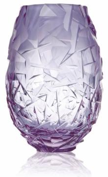 Ručně broušená váza Danae 3211 z ekologicky čistého bezolovnatého křišťálu, výška 30 cm, design František Moudrý, Moser, cena na dotaz, www.moser-glass.com