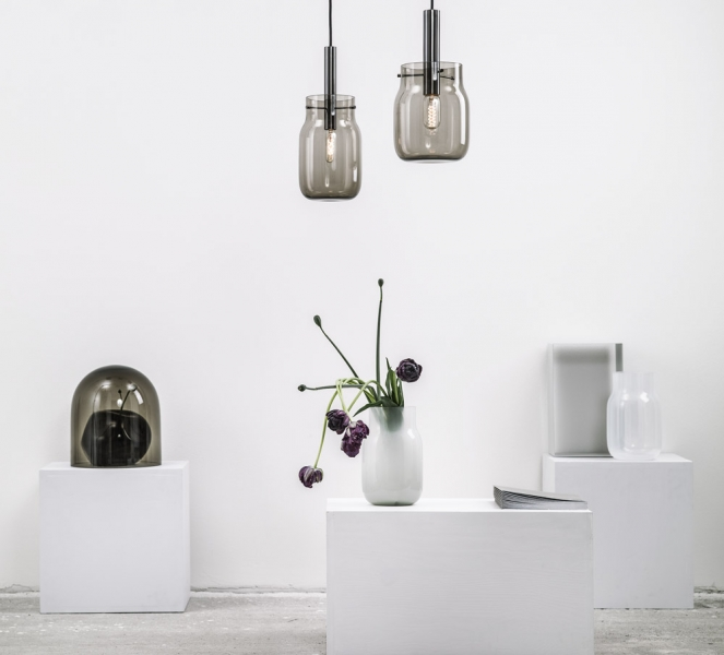 Michaela s Jakubem dále rozvíjeli motiv bandasky, až vznikla série ručně foukaných svítidel, pokovené komponenty, Edisonova žárovka, textilní kabel, - 12, 16 a 19 cm, cena 10 650 Kč