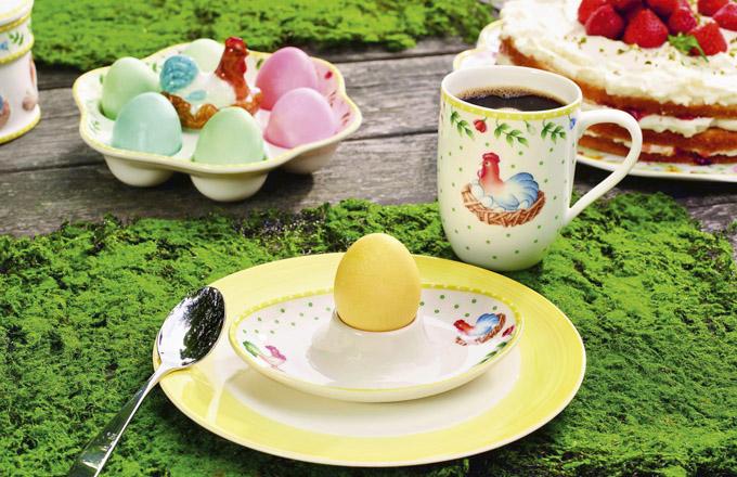 Stojánek na vejce a hrnek z kolekce Spring, Villeroy Boch, cena 290 Kč a 350 Kč, www.luxurytable.c