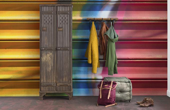 Vliesová tapeta Colorfully Closed z kolekce Underground, 405 x 265 cm, Mr Perswall, cena 8 167 Kč, www.design-shop.cz