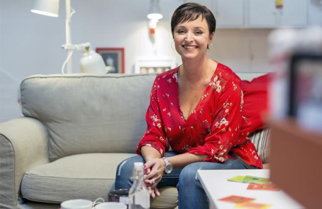 Povídali jsme si s Annou Horelovou, která pracuje jako vedoucí dekoratérů v Ikea na pražském Černém Mostě.