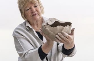 Výtvarná umělkyně Anu Pentik vytváří nadčasovou a kvalitní keramiku pro sezonní i celoroční kolekce. Miska Kivi, objem 0,5 l, cena 515 Kč, www.pentik.cz