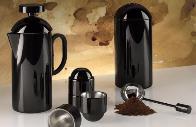 Černá káva ve vysokém lesku