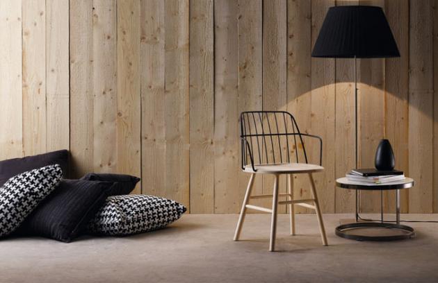 Židle, která následuje trend ohýbaného kovu