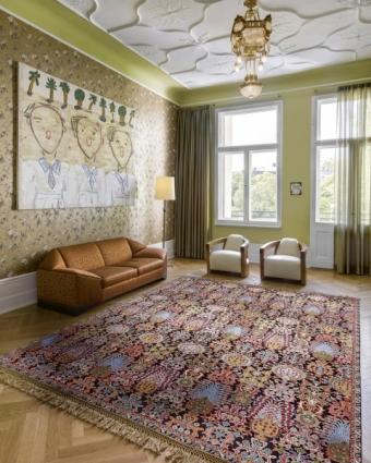 Ručně tkaný koberec typu Isfahan (70 % hedvábí) od společnosti Rug Star interpretuje jedinečnou krásu perských vzorů ve stylu nové klasiky (New Classic)