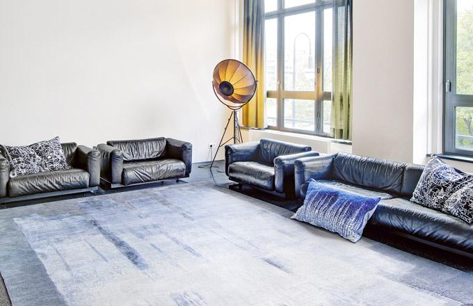 Koberec Block 03 Silver Grey od společnosti Rug Star, ručně tkaný perskou technikou, získal na letošním veletrhu Domotex ocenění v soutěži Carpet Design Awards, kategorie Nejlepší moderní design de luxe
