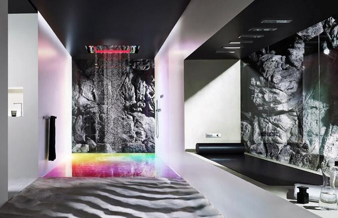 Dešťový panel Sensory Sky, samostatné okruhy trysek pro hlavovou a tělovou sprchu a dešťovou clonu, mlhová tryska, funkce světla a vůně, cena na dotaz, www.dornbracht.com