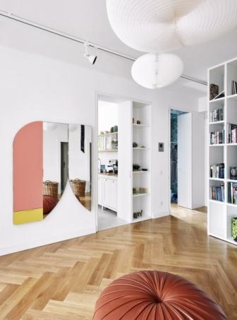 Architekt navrhl většinu nábytku i doplňků včetně originálních zrcadel