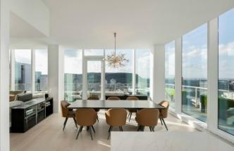 Penthouse s výhledem na Mount Royal (foto: Adrien Williams)