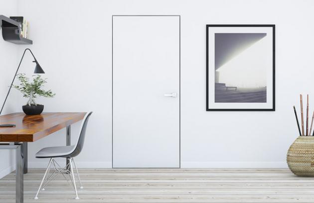 Přítomnost dveří se skrytou zárubní apovrchovou úpravou odpovídající sousední zdi prozradí jen klika (Siko)