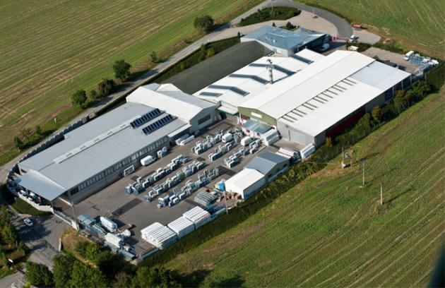 Tepelná čerpadla NIBE přispívají ke snížení energetické náročnosti výrobních hal: příkladem je hala společnosti DAFE-PLAST v Polné