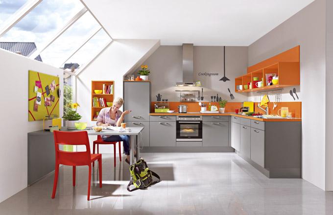 Sestava ve tvaru písmene L umožňuje praktické umístění jídelního stolu blízko kuchyně, sestava Sandra, www.siko.cz