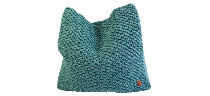 Sedací polštář Catsoft SD001, vrchní díl 95 % bavlny, spodní část bavlněná látka, 80 x 80 cm, cena 8 990 Kč, www.catness-design.cz