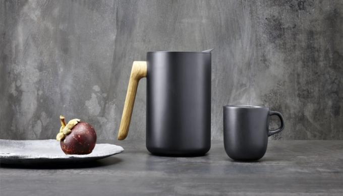 Vakuová termoska Nordic kitchen, plášť z matného plastu, nerezová vložka, obsah 1 l, Eva Solo, cena 2 213 Kč, WWW. KULINA. CZ