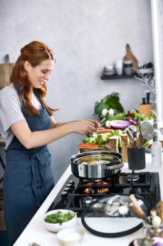 Sada nádobí Round Vitalis pro zdravé vaření, nerezová ocel, design Peter Ramminger, WMF, cena na dotaz, WWW. WMF. COM