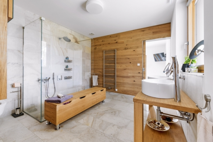 Nábytek v koupelně na míru vyrobil JN Interiér