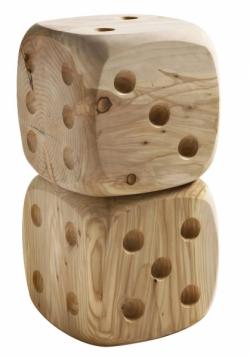 Řada Dadone zahrnující univerzálně využitelné předměty vyrobené z masivního cedrového dřeva od Andrey Castrignana k dostání za cca 13 750 Kč, WWW.MARTINELSTORE.COM