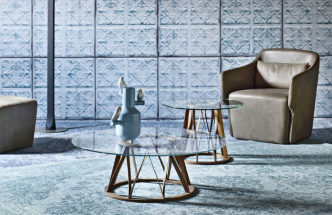 Kávový stolek Acco, dřevo a sklo, výběr z rozměrů, pr. 62 nebo pr. 100 cm, design Florian Schmid, Miniforms, cena od 28 314 Kč, WWW. CSKARLIN. CZ