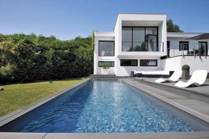 Tento bazén Desjoyaux je konstruovaný jako plavecká dráha o rozměrech 11 x 3 m s šedým vnitřním linerem - fólií.
