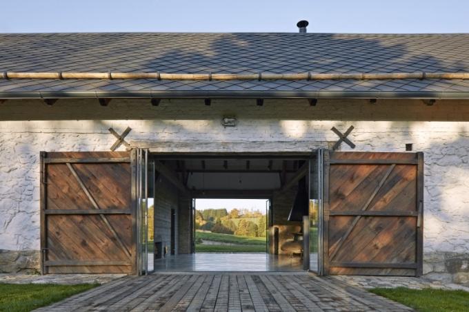 Původním charakteristickým prvkem stodoly je fascinující průhled skrze vrata stodoly