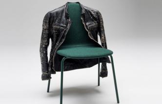 Praktická židle. Odložte si, prosím...