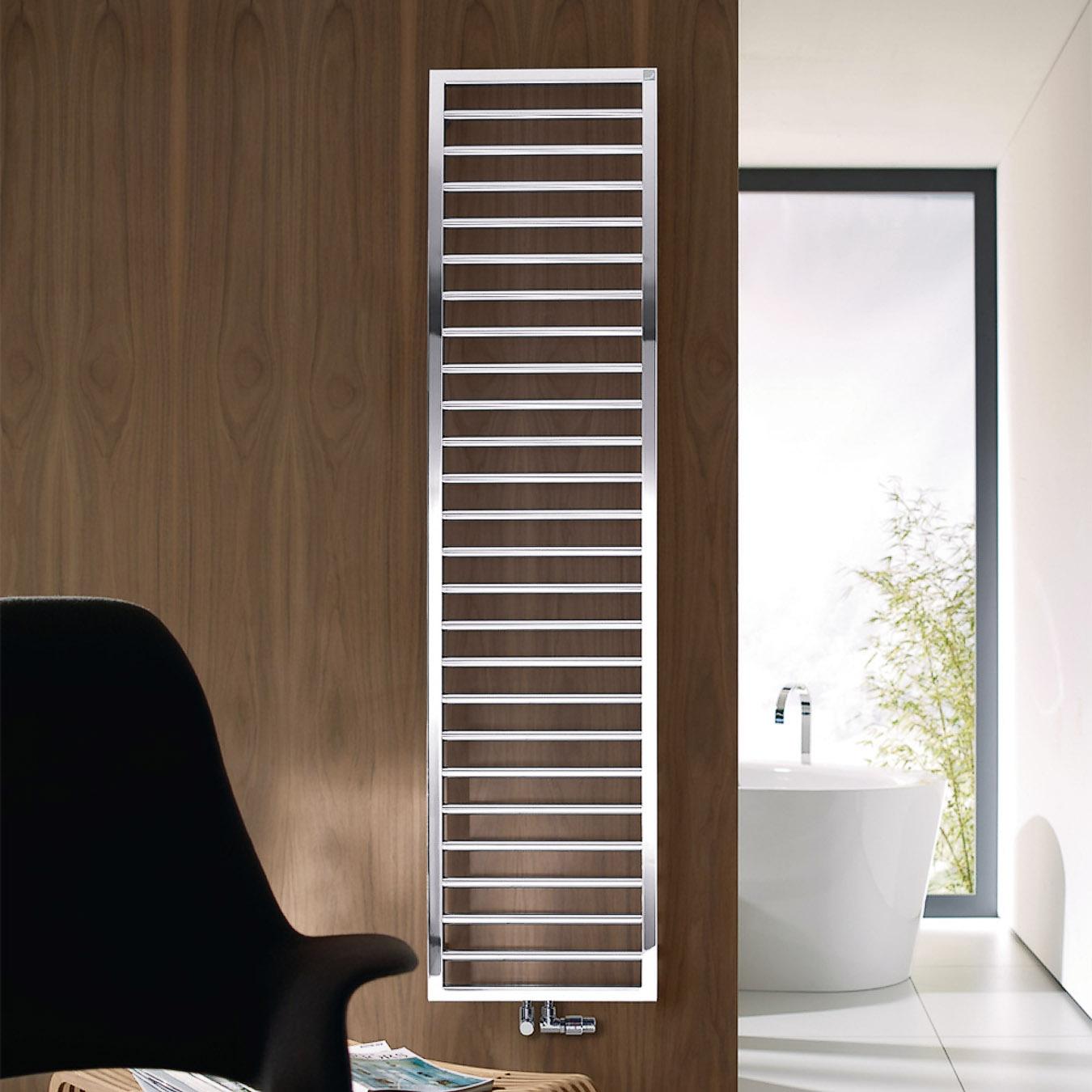 Závěsný radiátor ze série Subwai značky Zehnder, 60 x 183 cm, chrom, kombinovaný typ, akční cena 26 960 Kč, www.koupelny-ptacek.cz