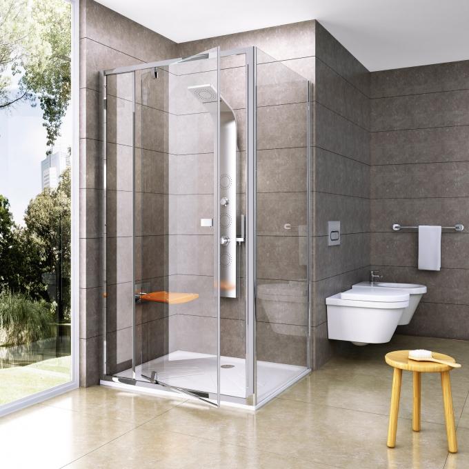 Sprchové dveře Pivot s pevnou stěnou vytvoří sprchový kout, šířka od 80 do 120 cm, cena podle rozměru od 7 990 Kč, www.ravak.cz