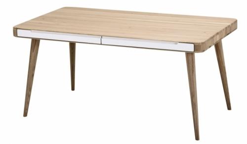 Jídelní stůl Ena značky Gazzda je vyrobený z masivního dubu a vybavený čtyřmi úzkými zásuvkami, 140/160 x 90 cm, cena 22 373 Kč, www.lino.cz
