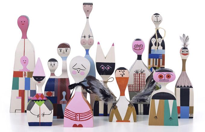 Ručně vyráběné a malované dekorace Wooden Dolls z jedlového dřeva, design 1963, cena od 2 965 Kč, WWW.VITRA.CZ