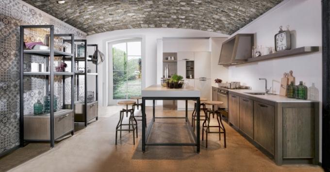 Praktickým i estetickým prvkem alternativní kuchyně mohou být jednoduché otevřené police, WWW. ORESI. CZ