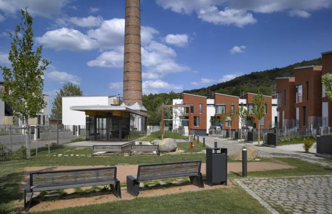 Prvním dokončeným projektem je top'rezidence Šárecké údolí v Praze 6 s padesáti nízkoenergetickými řadovými domy od renomovaného studia Šafer Hájek Architekti.