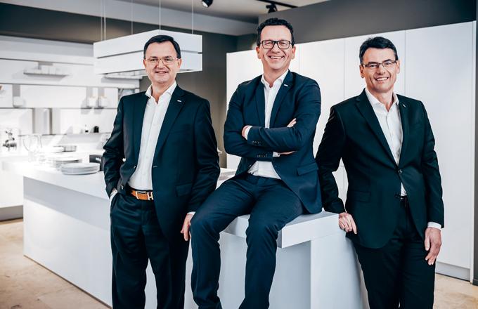 Rodinnou firmu vedou od roku 2003: Markus Schüller, Max Heller a Manfred Niederauer.