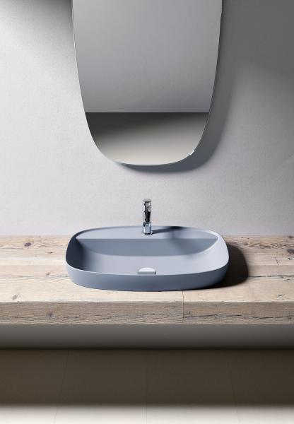 Umyvadlo Colori (Catalano), keramika a matná modrá glazura, 62 x 42 cm, cena 22 651 Kč, WWW.DESIGNBATH.CZ