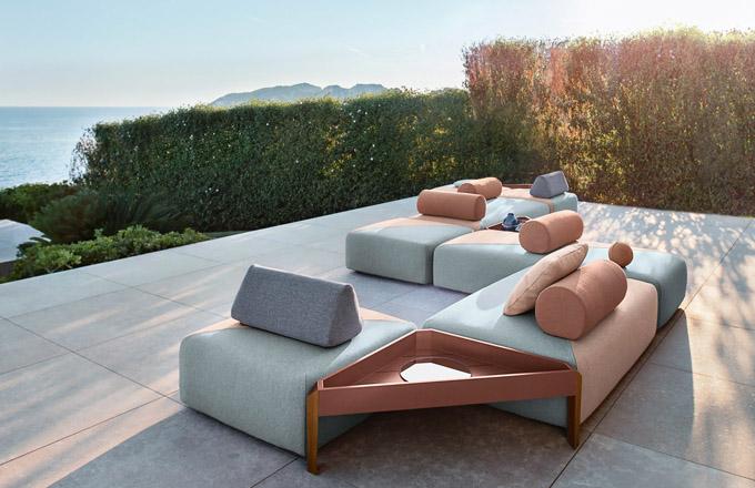 Sedací souprava z kolekce Brixx (Dedon), design Lorenza Bozzoli, odolná textilie, více modulů i barev, cena sestavy 436 280 Kč, WWW.SYMERSKY.CZ