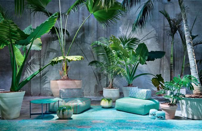 Pufy z kolekce Spezie (Paola Lenti), design M. Ferrera, polyesterová textilie a polystyren, různé velikosti, cena na dotaz, WWW.PAOLALENTI.IT