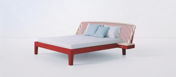 """Velkorysý koncept postele LaVista je inspirován konstrukcí tzv. windsorské židle. Její charakteristický prvek soustružených tyčí se už po staletí vyrábí v různých podobách po celém světě. """"S jednoduchostí a čistotou současného designu, s použitím moderních technologií i ručního zpracování, ale ve zcela novém kontextu posouvám tento prvek do úplně jiných měřítek."""