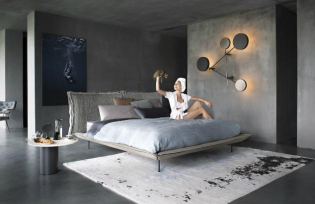 Postel Auto-Reverse Dream (Arketipo), design Giuseppe Vigano, kov, textilie i kůže, cena od 130 370 Kč, WWW. CSKARLIN. CZ
