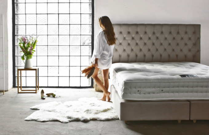 Postel Baxley 4000 s čelem Charlotte je vyrobena z luxusních výplňových materiálů, včetně vlny a bavlny. Postel obsahuje 4 000 pružin, matrace je obohacená o mikropružiny, které zajišťují vyšší komfort, Aston, cena 131 200 Kč, www.dreambeds.cz
