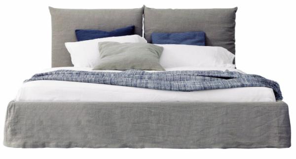 Postel Toolate (Bonaldo), dřevo, polyuretan a polyester, textilie, více rozměrů, 180 × 200 cm, cena 76 475 Kč, WWW. PUNTODESIGN. CZ