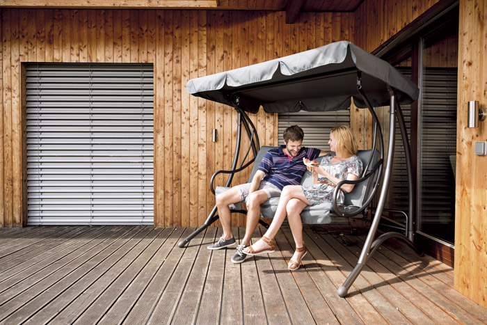 Zahradní houpačka Rio s vysoce odolnou konstrukcí z oceli a pohodlným polstrováním, více na www.mountfield.cz