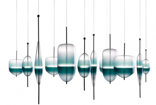 Závěsné svítidlo Flow T (Wonderglass) je inspirováno benátskou lagunou, design Nao Tamura, O 16 až 21 cm, výška 59 až 74 cm, cena od 109 925 Kč, WWW. LIGHTOLOGY. COM