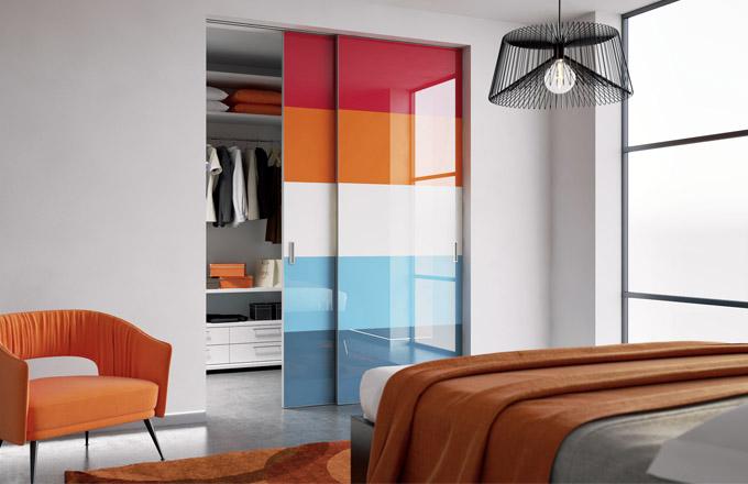 Posuvné dveře Master (J. A. P.), design Jan Ranný, barevné sklo, cena od 12 935 Kč, WWW. JAPCZ. CZ