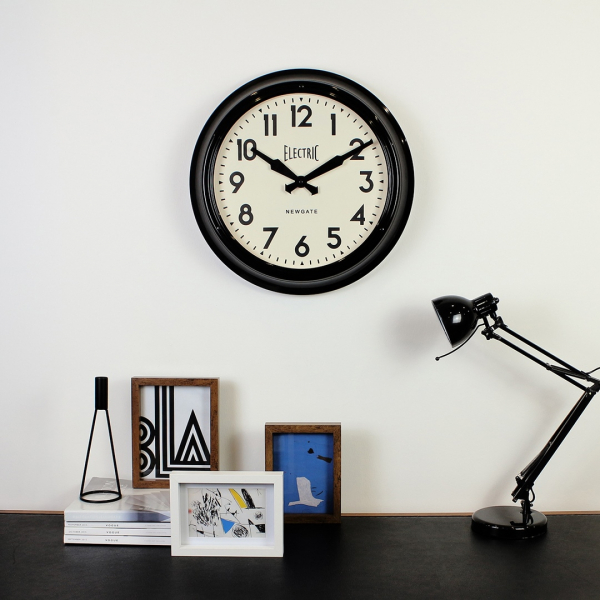 Nástěnné hodiny (Black By Design Ltd), cena od 4 500 Kč, www.black-by-design.co.uk