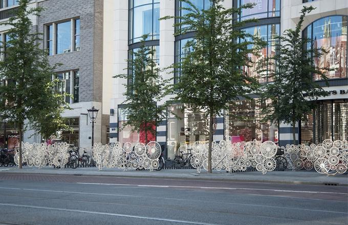 Bicycloud je významnou instalací studia Tjep. v centru Amsterdamu. Dílo vzniklo vedle dvou nedávno otevřených vchodů metra na bulváru Rokin v rámci projektu rekonstrukce města nazvaného Rode Loper.