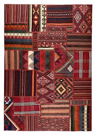 Tradiční vzory má ručně tkaný koberec Persisk Kelim Tekken (IKEA), vlna/bavlna, 150 × 200 cm, cena 9 990 Kč, www.ikea.cz