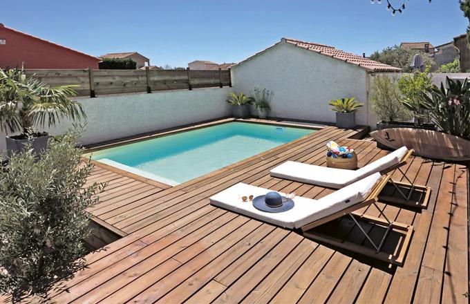 Bazén Desjoyaux, zabudovaná filtrační jednotka, vnitřní schody s protiskluznou úpravou, dřevěné obložení, železobetonový monolitický skelet s životností srovnatelnou se základy domu, cena od 199 400 Kč, WWW. DESJOYAUX. CZ